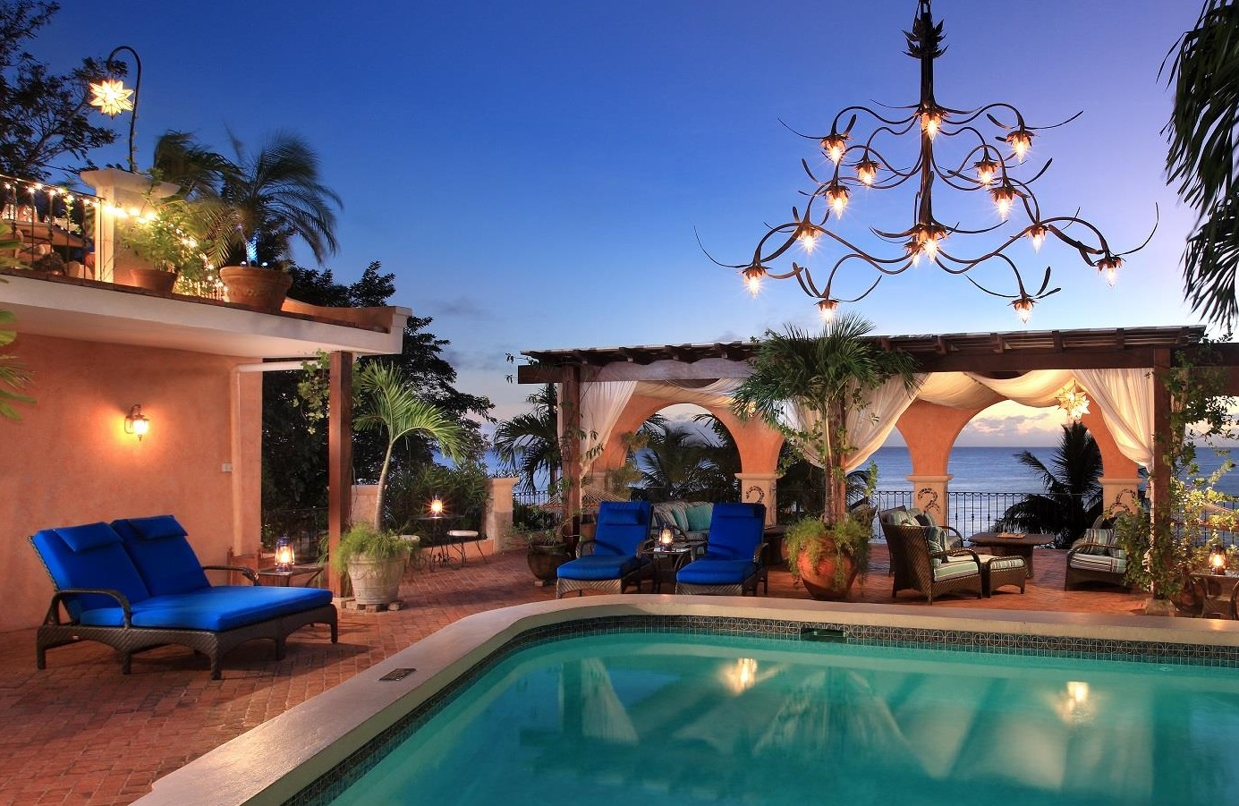 Stay-Pool-deck-and-Arches-at-Twilight150